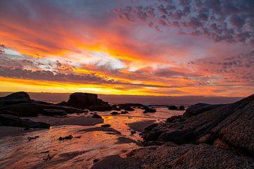 Zonsondergang Bloubergstrand Beach, Tafelberg Zuid Afrika van Willem Vernes