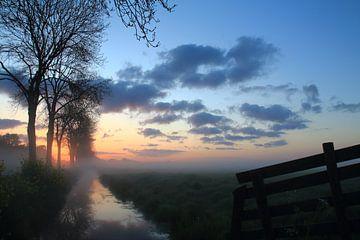 Het moment voor de zon opkomt in de polders van Peter Vlasveld