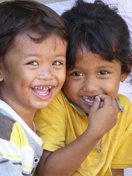 lachende kinderen op Lombok, Indonesië van Anita Tromp