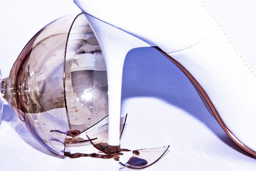 the trampled wine glass (1) van Norbert Sülzner