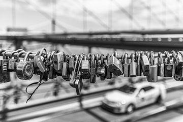 Liebesschleusen an der Brooklyn Bridge von Bert Nijholt