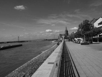 een stukje Rijn-promenade in Emmerich.... van Pascal Engelbarts