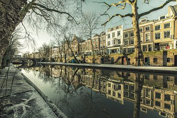 Oudegracht met Smeebrug in Utrecht van De Utrechtse Grachten