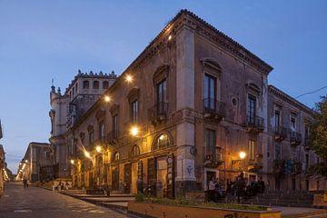 Via Crociferi in de schemering, Catania, Sicilië, Italië, Europa I van Torsten Krüger