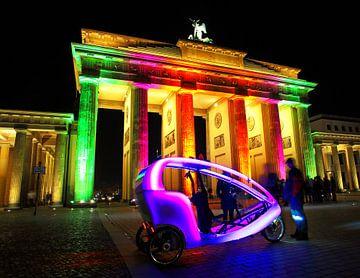 Brandenburger Tor mit Fahrradtaxi von Frank Herrmann