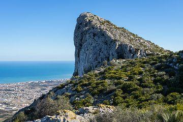 Morro de Segària en de Middellandse Zee van Montepuro