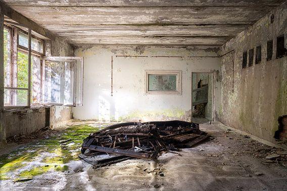 Verlaten Piano. van Roman Robroek