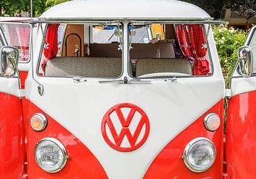 Volkswagen Transporter T1-campervan (VW T2) met open deuren van