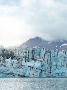 Gletsjerijs bij het gletsjermeer Jökulsárlón van Teun Janssen