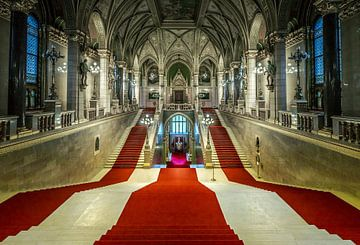 Grand Stairs Parliament Budapest van