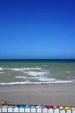 Farbige Strandhütten Normandie von Sandra van der Burg