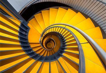 Gelbe Design-Spindeltreppe von Marcel van Balken