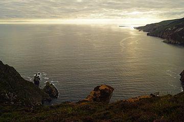 zonsondergang bij de kliffen van Slieve League in Ierland van Babetts Bildergalerie