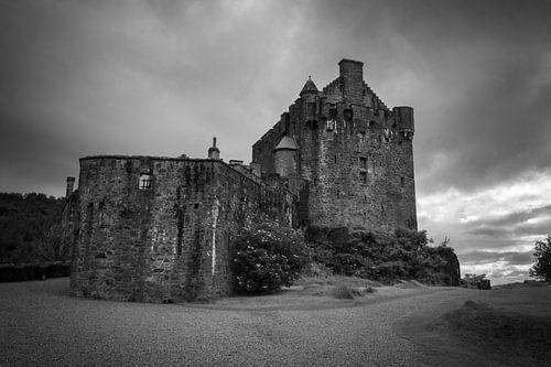 Eilean Donan Castle (Dornie) in clouds van Luis Fernando Valdés Villarreal Boullosa