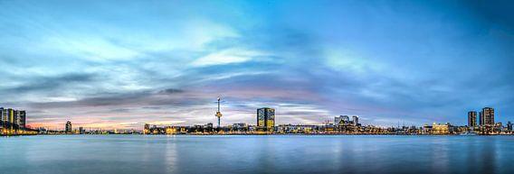 Rotterdam: zonsondergang boven de Nieuwe Maas van Frans Blok