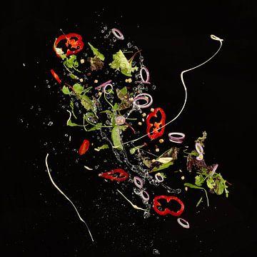 Vliegende ingrediënten voor een salade van Herman IJssel BWPHOTO