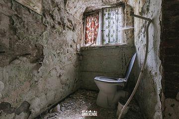 WC dans un monastère abandonné. sur Het Onbekende