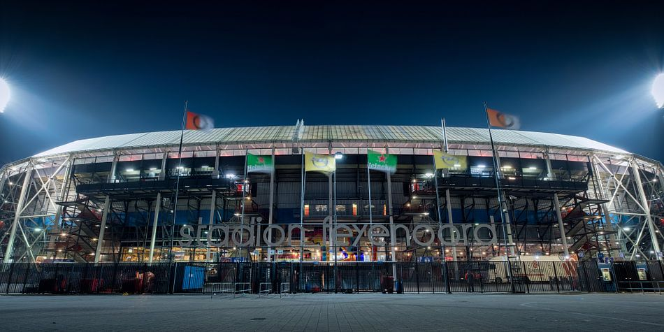 Avondfoto van Feyenoord stadion De Kuip van Mark De Rooij