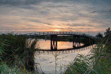 Zijdebrug kort na zonsondergang in de Alblasserwaard van Beeldbank Alblasserwaard