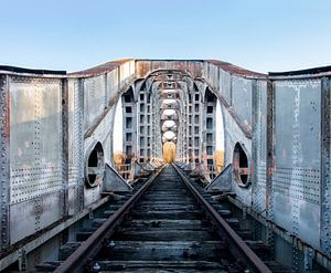 Metall-Eisenbahnbrücke