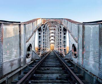 Metall-Eisenbahnbrücke von Ronenvief