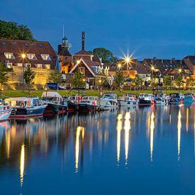 Harderwijk tijdens het blauwe uur. van Justin Sinner Pictures ( Fotograaf op Texel)