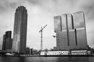Montevideo en De Rotterdam in Rotterdam (zwart wit) sur Erwin van Leeuwen