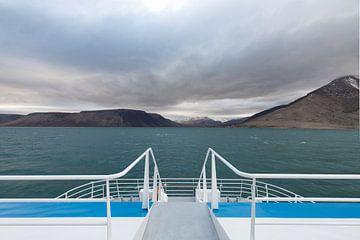 Uitzicht op Pyramiden, Spitsbergen van Michèle Huge