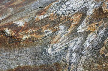 Abstracte tekening in een rots in Noorwegen. sur Ron Poot