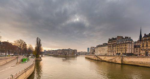 Île Saint Louis, Seine, Paris, France van Stewart Leiwakabessy