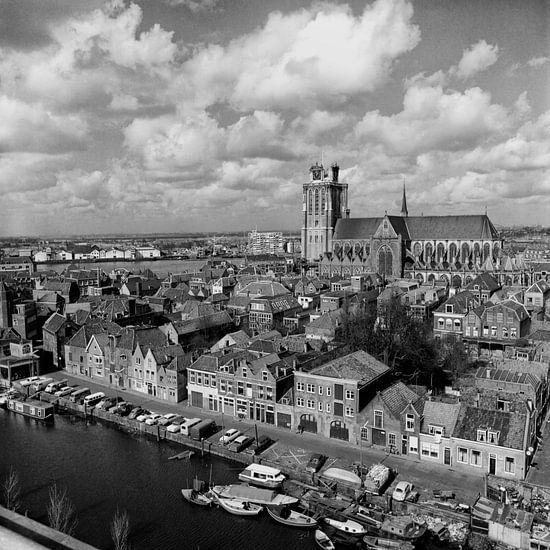 Grote kerk gezien vanuit vogelvlucht van Dordrecht van Vroeger