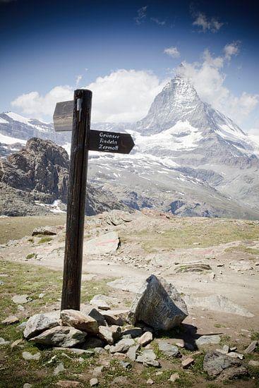 Road to Zermatt van Manuel Meewezen