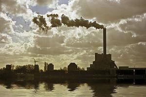 Industrie bij Amsterdam Nederland bij zonsondergang
