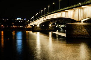 Deutzer Brücke bei Nacht von Tom Voelz