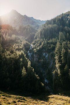Mooi dal in Oostenrijk (Alpen) tijdens zonsondergang van Yvette Baur