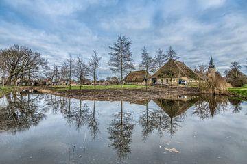 Zicht op het kerkje van Achlum en de boerderij von Harrie Muis