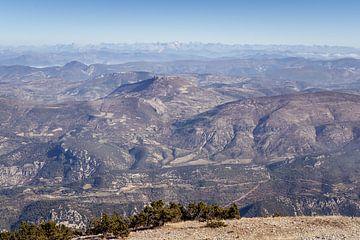 Uitzicht Ventoux op de Provence en de Alpen van Fotografiecor .nl