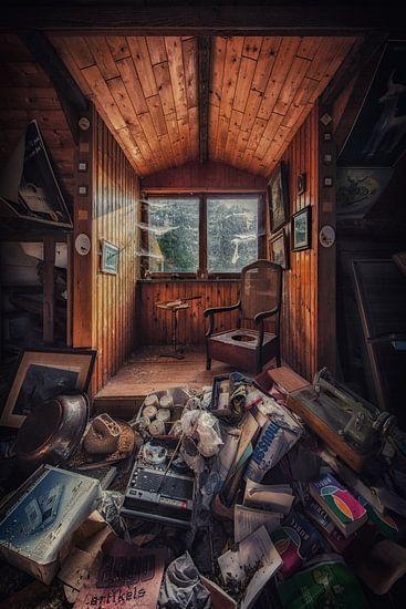 Een verlaten boerderij met een overvolle zolder van Steven Dijkshoorn