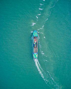 Schip op volle zee in de Adriatische Zee Italië bij Bibione van Capture ME Drohnenfotografie