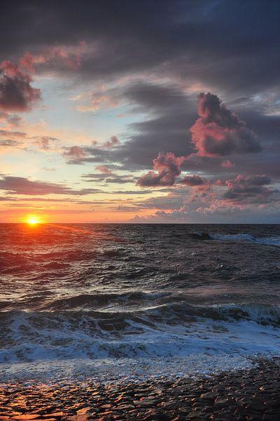mooie zonsondergang in de zomer van Arjen Schippers