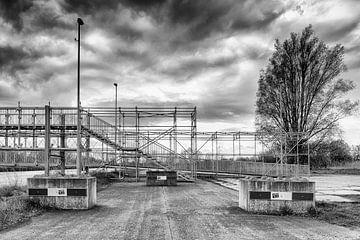Wolkenfabriek Groningen (zwart-wit) van Evert Jan Luchies