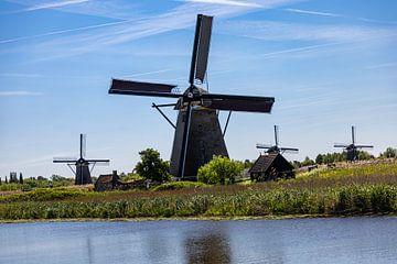 Molens in polderlandschap Kinderdijk van Carin IJpelaar