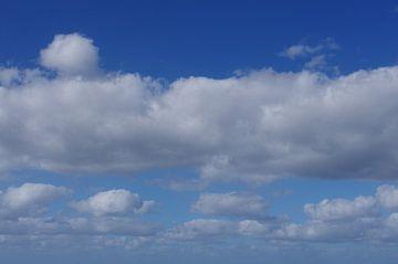 Skies over paradise van De Rover