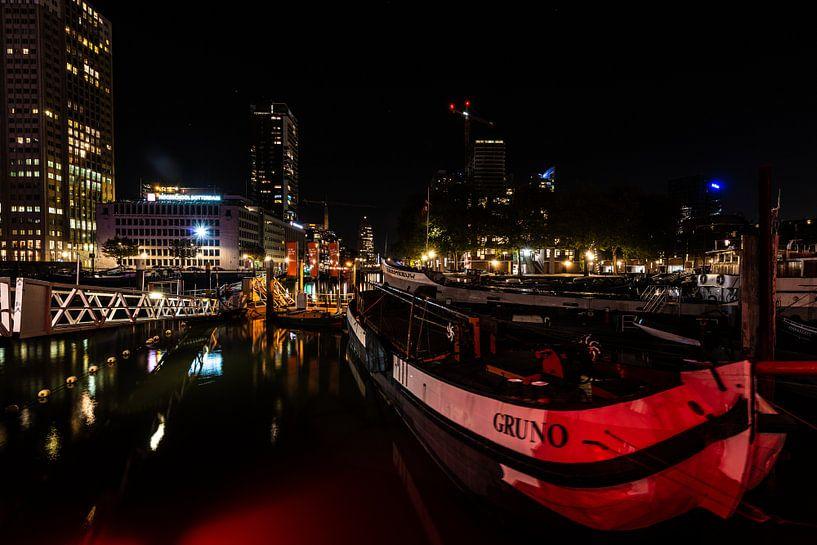 Rotterdam bij Nacht de haven. van Brian Morgan