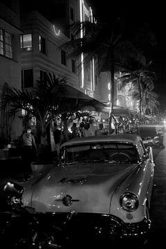 Miami Beach - Oldtimers in South Beach (zwart-wit) van t.ART