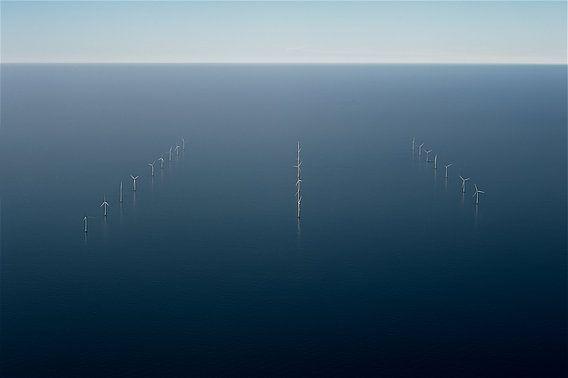 Windmolens op zee van Jan Klomp