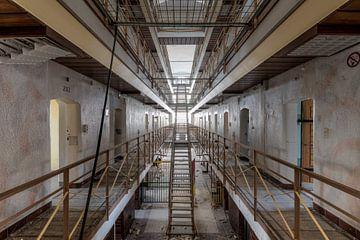 Symmetrie im Gefängnis von Perry Wiertz