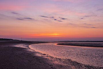 Lever de soleil dans la mer des Wadden sur l'île d'Amrum