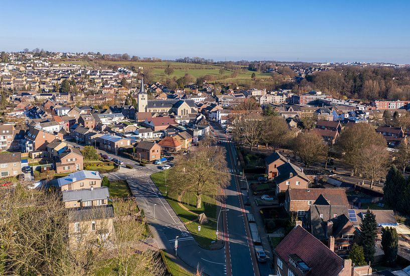 Luchtfoto van kerkdorp Simpelveld in Zuid-Limburg van John Kreukniet