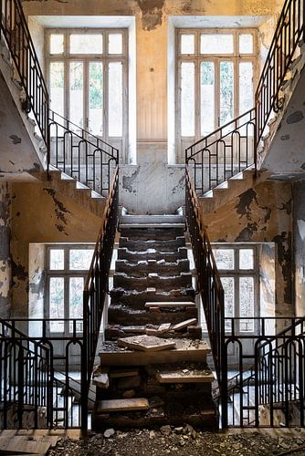 Escalier abandonné. sur Roman Robroek